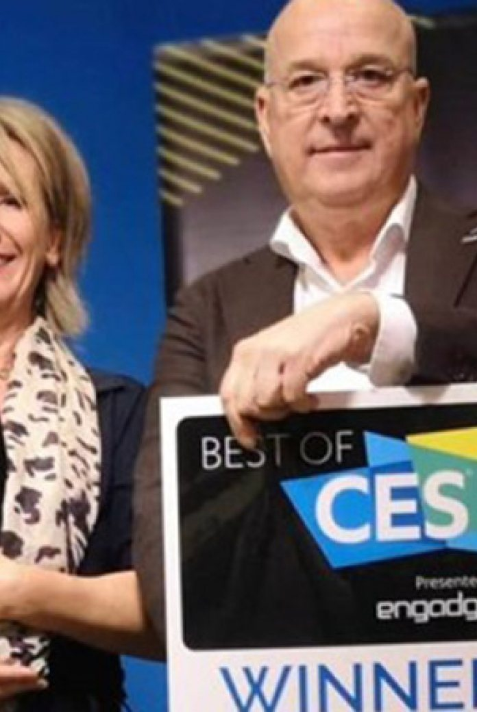 Photo of Sabine Stuiver and Arthur Valkieser of Hydraloop with their awards at CES 2020.